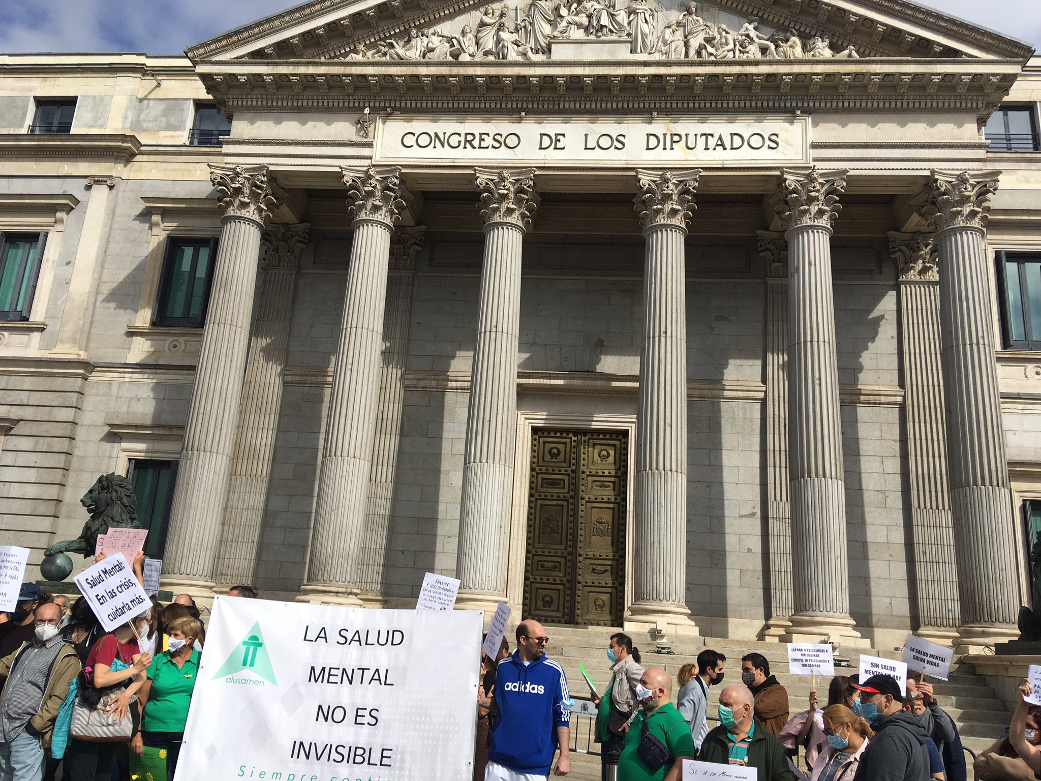 Marcha Salud Mental en Madrid frente al Congreso de los Diputados.