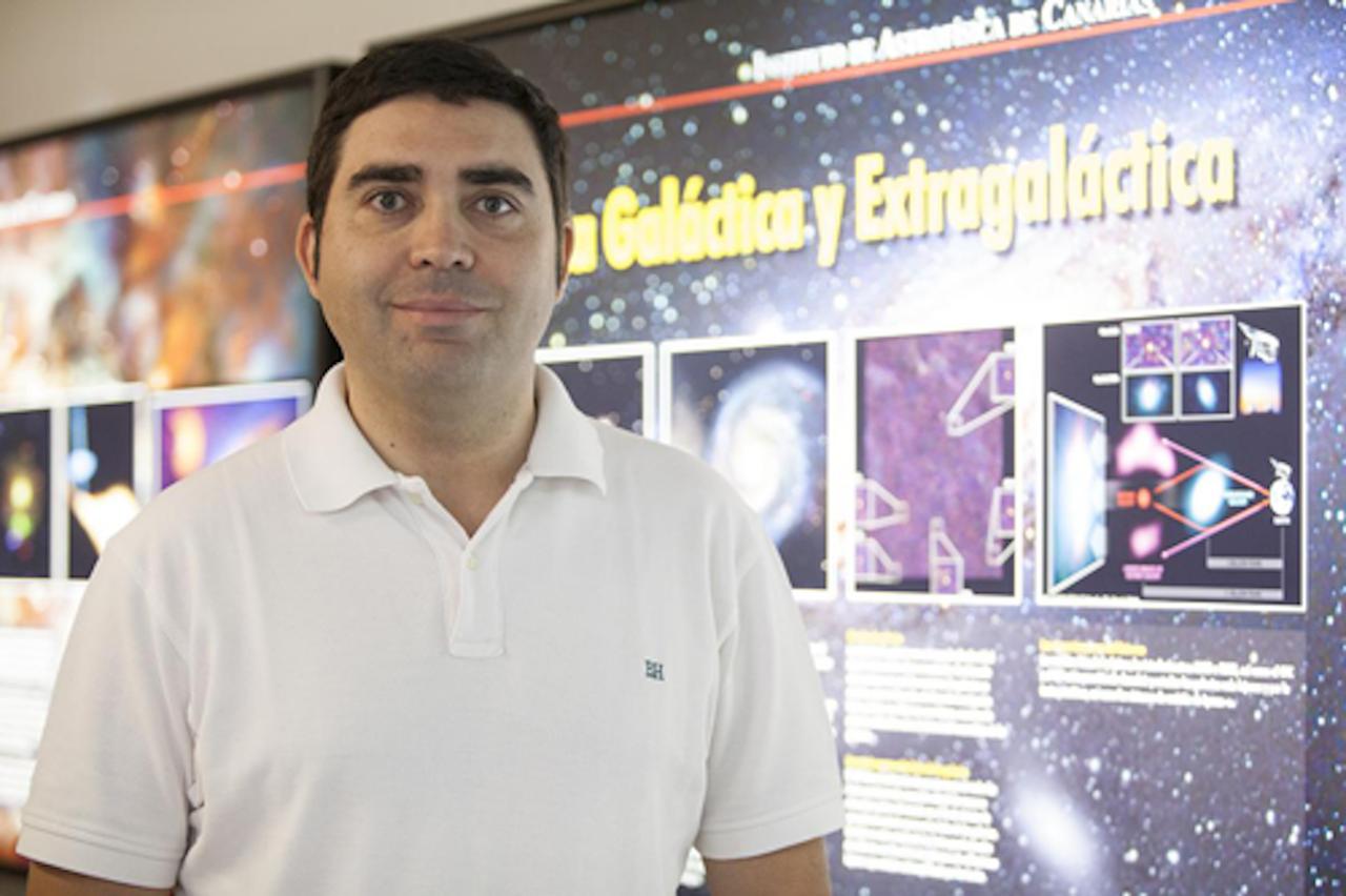 Foto Enrique Pérez astrofísico ciego
